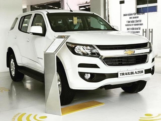 Xả hàng cuối năm, ô tô giảm giá 200-300 triệu đồng - 8