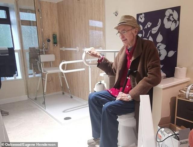 Ấm lòng chuyện cả thị trấn chung tay sửa nhà lụp xụp cho cụ già nghèo khó - 5