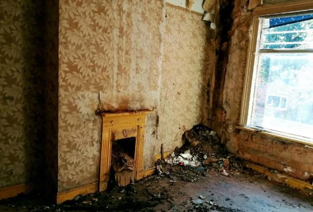 Ngôi nhà khủng khiếp treo 1 bảng Anh đã được bán với giá 180 nghìn bảng - 3