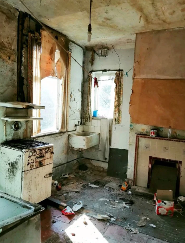 Ngôi nhà khủng khiếp treo 1 bảng Anh đã được bán với giá 180 nghìn bảng - 4
