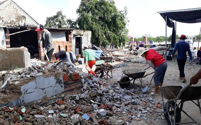 Hậu bão số 5, người dân chật vật vật lộn với cuộc sống - 1