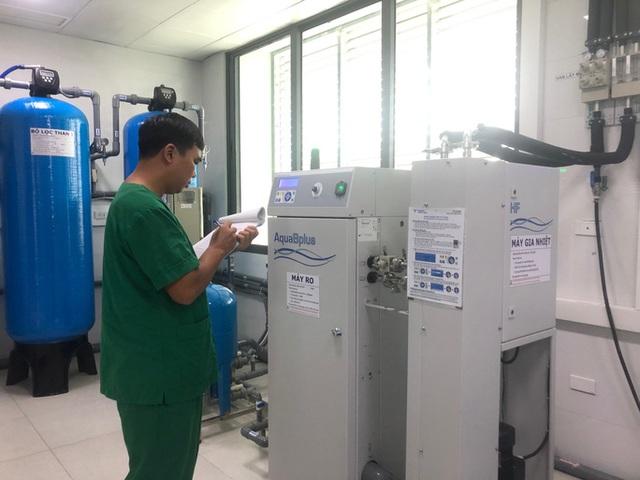 Bệnh nhân tiếp xúc 120 lít nước dịch lọc trong một lần chạy thận - 1