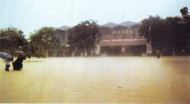 Nhìn lại hình ảnh trận lũ kinh hoàng năm 1999 cướp sinh mạng 352 người - 5