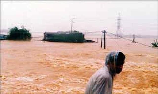 Nhìn lại hình ảnh trận lũ kinh hoàng năm 1999 cướp sinh mạng 352 người - 4
