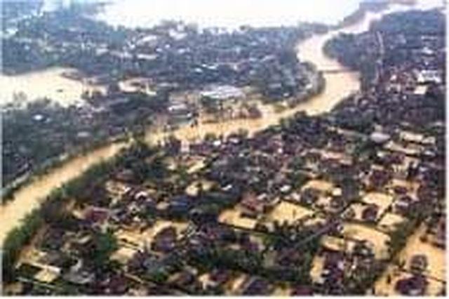 Nhìn lại hình ảnh trận lũ kinh hoàng năm 1999 cướp sinh mạng 352 người - 8
