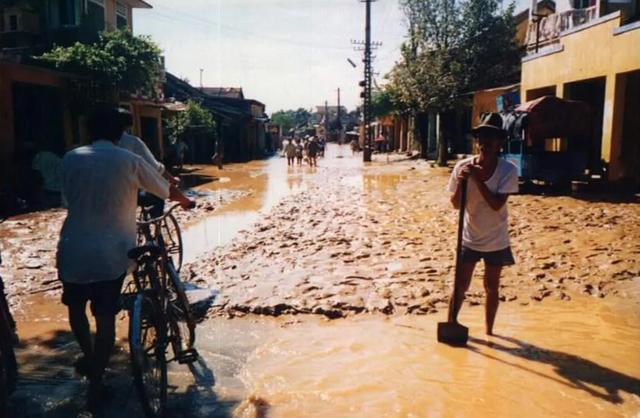 Nhìn lại hình ảnh trận lũ kinh hoàng năm 1999 cướp sinh mạng 352 người - 20