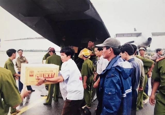 Nhìn lại hình ảnh trận lũ kinh hoàng năm 1999 cướp sinh mạng 352 người - 19