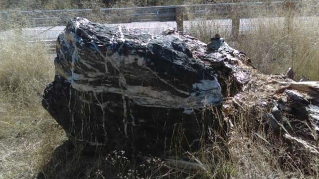 Tảng đá phù thủy nặng 1 tấn trong vườn quốc gia biến mất bí ẩn - 1