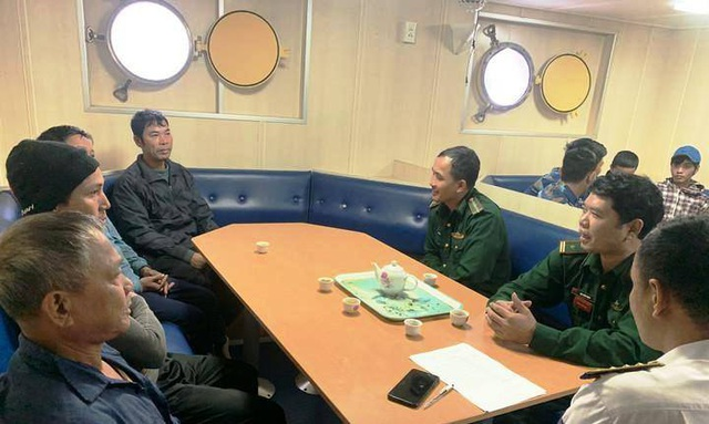 Cứu kịp thời 9 ngư dân gặp nạn trên biển - 2
