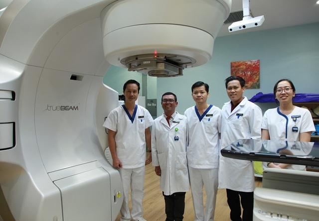 """Tế bào ung thư """"bốc hơi"""" nhờ kỹ thuật xạ trị chuẩn đến từng milimet - 2"""
