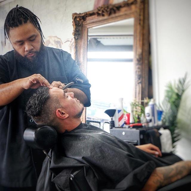 Tiệm cắt tóc nam trở thành địa chỉ hỗ trợ tâm lý - 4