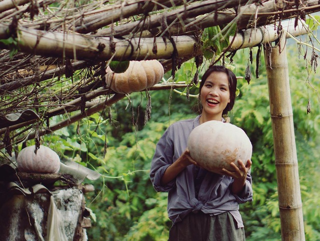 """Cận cảnh cuộc sống đẹp như mơ của cô gái được ví là """"tiên nữ đồng quê"""" của Việt Nam - 1"""
