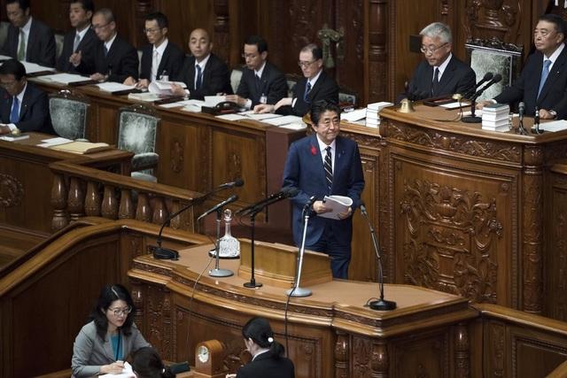Tranh cãi chuyện trái dưa, con cua khiến hai bộ trưởng Nhật Bản mất chức - 2