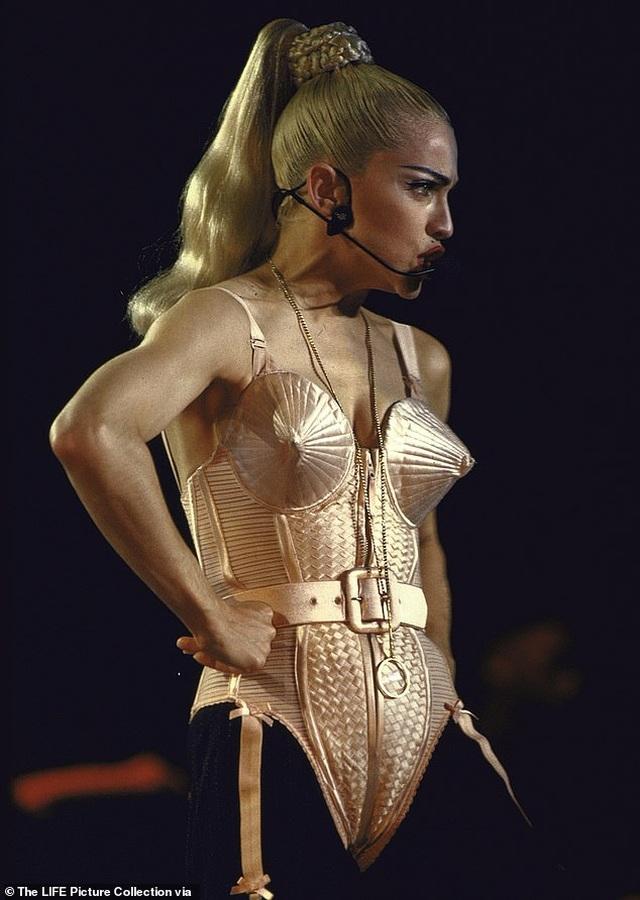 Coco Austin bốc lửa hóa trang thành Madonna - 2