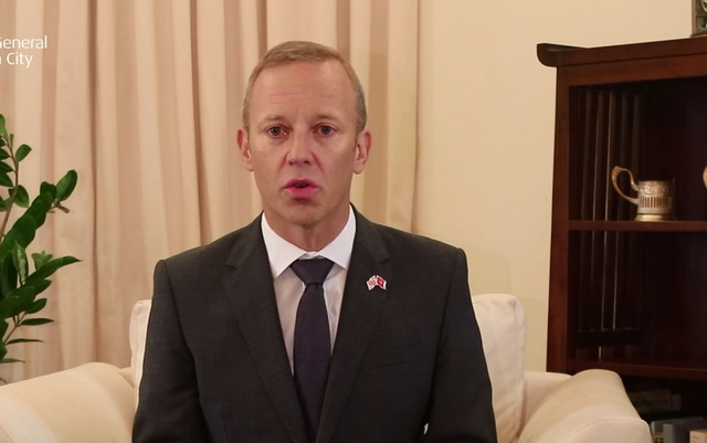 Đại sứ Anh tiếc thương 39 nạn nhân thiệt mạng trong xe tải - 1