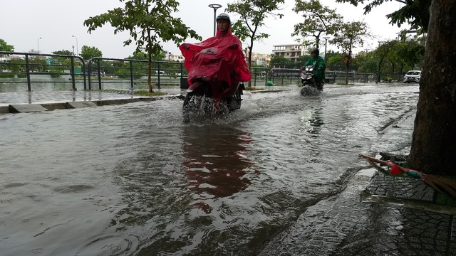 Nhiều tuyến đường ở Đà Nẵng ngập nặng sau trận mưa đêm - 1