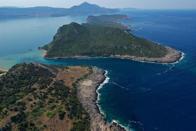 Phát hiện kho báu 3800 năm tuổi chứa tiền và nhiều đồ trang sức giá trị trên đảo hoang - 1