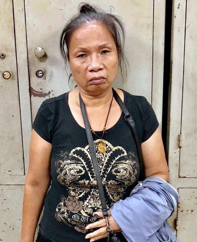 """Hà Nội: """"Nữ quái"""" 23 tiền án, tiền sự chuyên """"săn"""" du khách ngoại quốc - 1"""