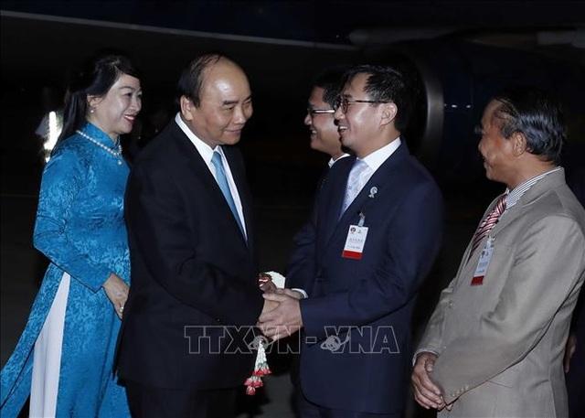 Thủ tướng đến Thái Lan, bắt đầu chuyến tham dự Hội nghị Cấp cao ASEAN lần thứ 35 - 1