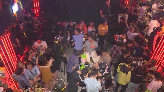 300 cán bộ chiến sĩ đột kích quán bar, karaoke phát hiện 88 đối tượng sử dụng ma túy - 2