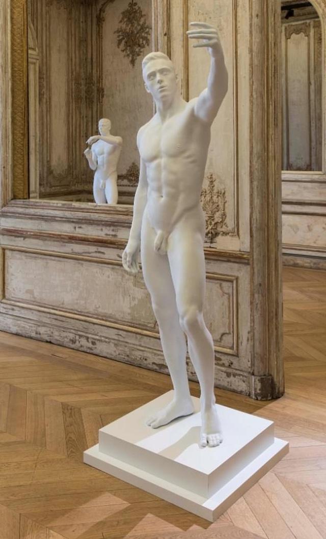 """Tượng khỏa thân bị """"bắt mặc quần áo"""" khiến nghệ sĩ điêu khắc cảm thấy """"xấu hổ"""" - 2"""