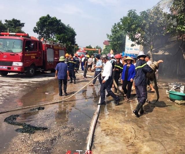 Hỏa hoạn thiêu rụi cửa hàng tạp hóa lúc giữa trưa - 2