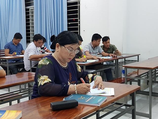 Nữ sinh viên 63 tuổi đến trường học Luật để tư vấn miễn phí giúp người nghèo - 1