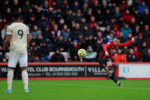 Nhìn lại trận thua tệ hại của Man Utd trên sân Bournemouth - 15