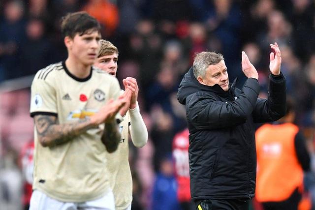 Nhìn lại trận thua tệ hại của Man Utd trên sân Bournemouth - 19