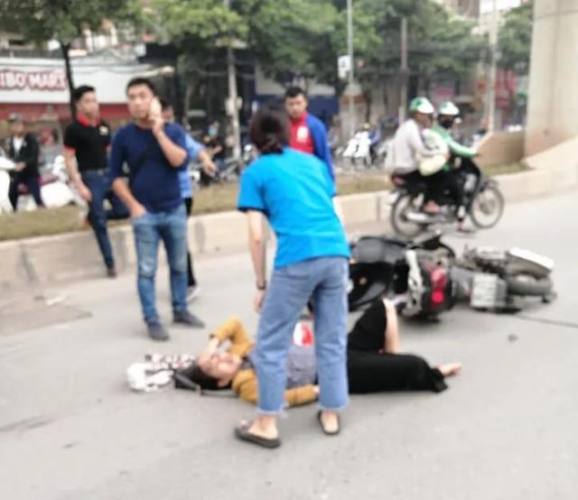 Hà Nội: Tài xế ô tô con nghi ngủ gật, đâm hàng loạt xe trên phố - 3