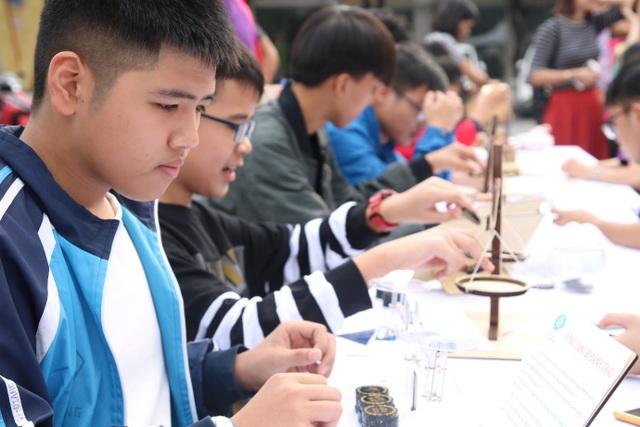 Hàng nghìn bạn trẻ thích thú trải nghiệm các mô hình toán học khác xa sách vở - 4