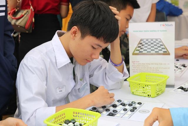 Hàng nghìn bạn trẻ thích thú trải nghiệm các mô hình toán học khác xa sách vở - 5