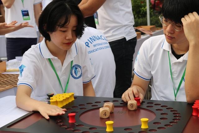 Hàng nghìn bạn trẻ thích thú trải nghiệm các mô hình toán học khác xa sách vở - 9