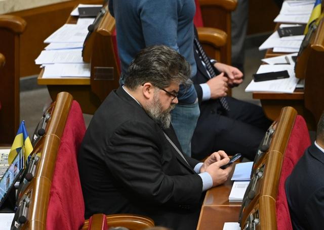 Nghị sĩ Ukraine xin lỗi vì nhắn tin cho gái gọi khi đang họp quốc hội - 1