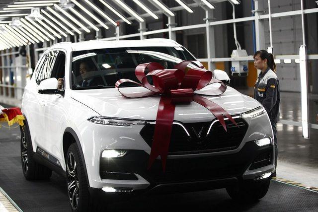 VinFast tiếp tục tăng giá xe theo lộ trình - 1