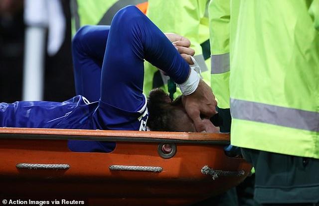 Son Heung Min bật khóc sau khi làm gãy cổ chân cầu thủ Everton - 1