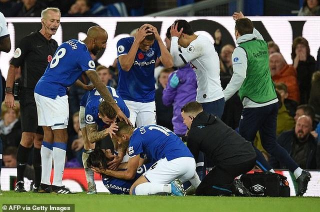 Son Heung Min bật khóc sau khi làm gãy cổ chân cầu thủ Everton - 3