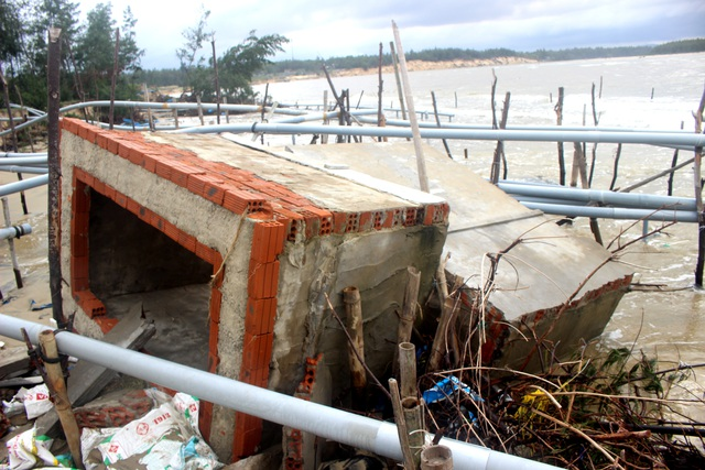 Quảng Nam: Tan hoang bờ biển ở xã đảo Tam Hải