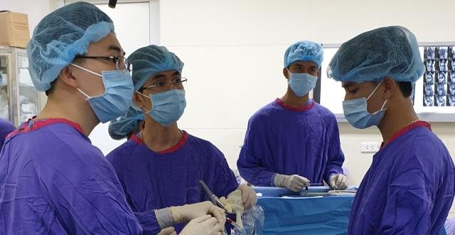 """Nhờ vít """"tự tiêu"""", phẫu thuật 1 lần duy nhất cho ca gãy xương cổ tay - 1"""