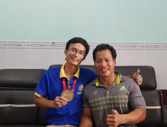Bán HCV World Cup giá 125 triệu đồng, VĐV Lê Văn Công sẽ tặng hết cho nữ sinh mang trọng bệnh - 3