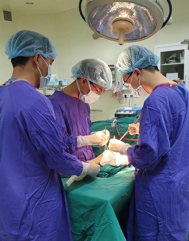 """Nhờ vít """"tự tiêu"""", phẫu thuật 1 lần duy nhất cho ca gãy xương cổ tay - 2"""