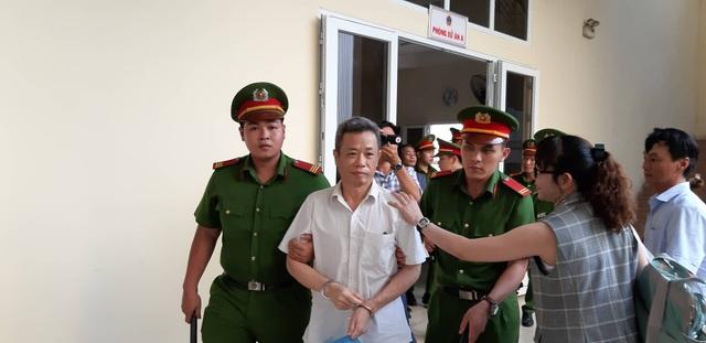 """Tạm hoãn xét xử vụ nguyên Bí thư thị xã Bến Cát mua đất """"giá bèo"""" - 1"""