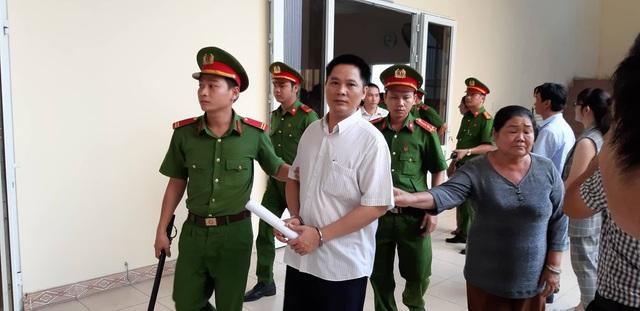 """Tạm hoãn xét xử vụ nguyên Bí thư thị xã Bến Cát mua đất """"giá bèo"""" - 3"""