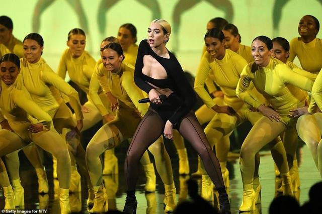 Dua Lipa mặc sốc dự lễ trao giải MTV Châu Âu - 5