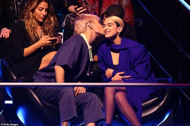Dua Lipa mặc sốc dự lễ trao giải MTV Châu Âu - 8