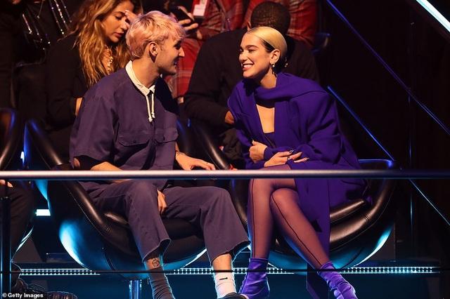 Dua Lipa mặc sốc dự lễ trao giải MTV Châu Âu - 9