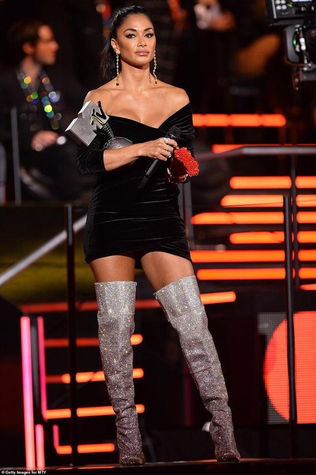 Dua Lipa mặc sốc dự lễ trao giải MTV Châu Âu - 10