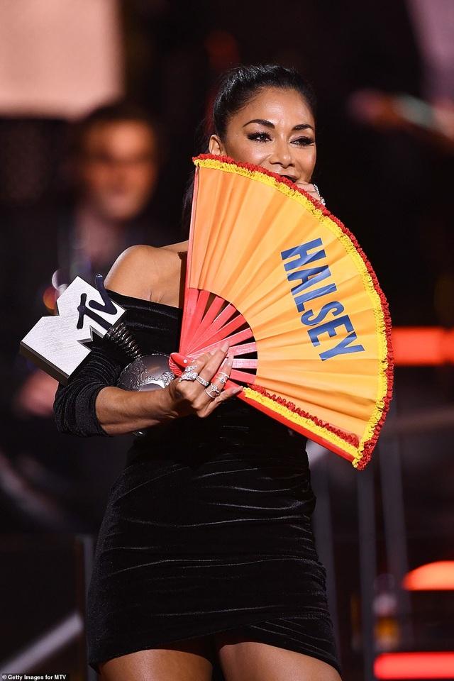 Dua Lipa mặc sốc dự lễ trao giải MTV Châu Âu - 12