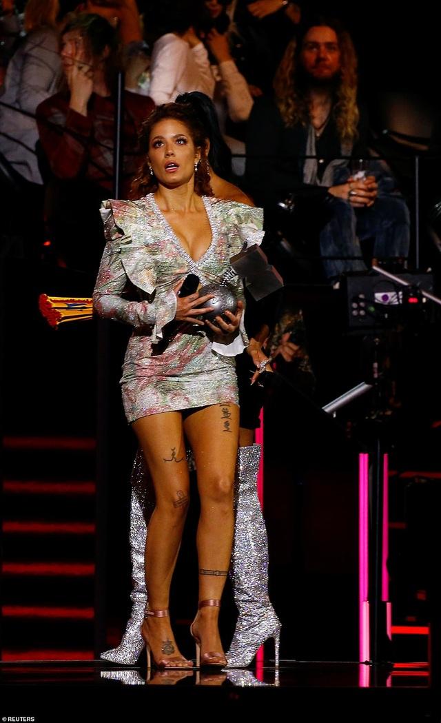 Dua Lipa mặc sốc dự lễ trao giải MTV Châu Âu - 14