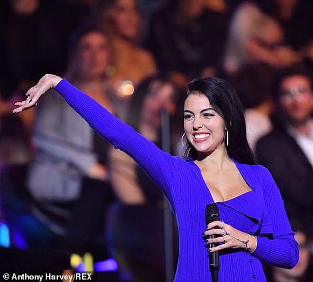 Dua Lipa mặc sốc dự lễ trao giải MTV Châu Âu - 17